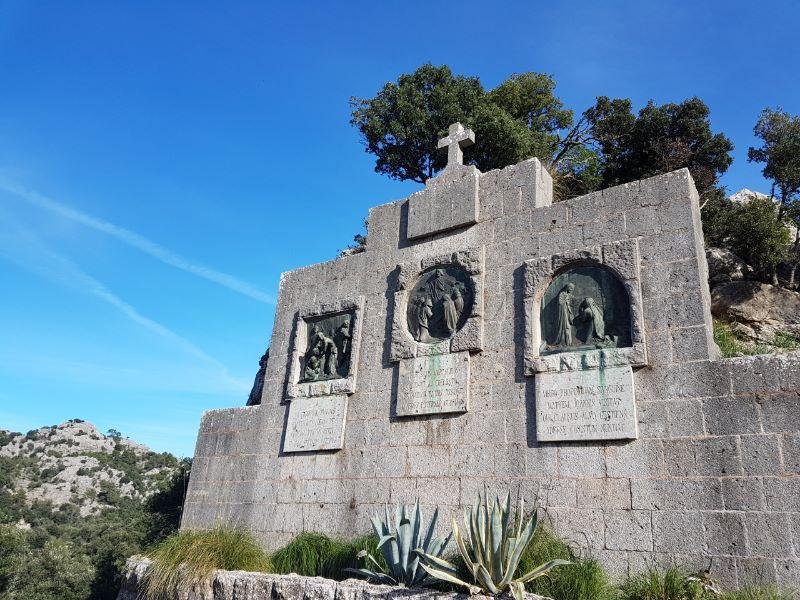 Santuario de LLuc cruz