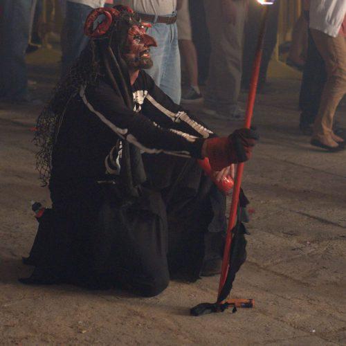 san sebastian fiestas demonio rodillas