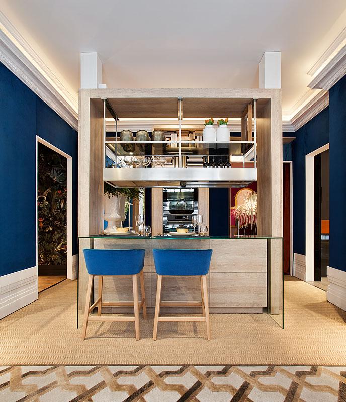 salon-frigicoll-manuel-espejo-casa-decor-azul